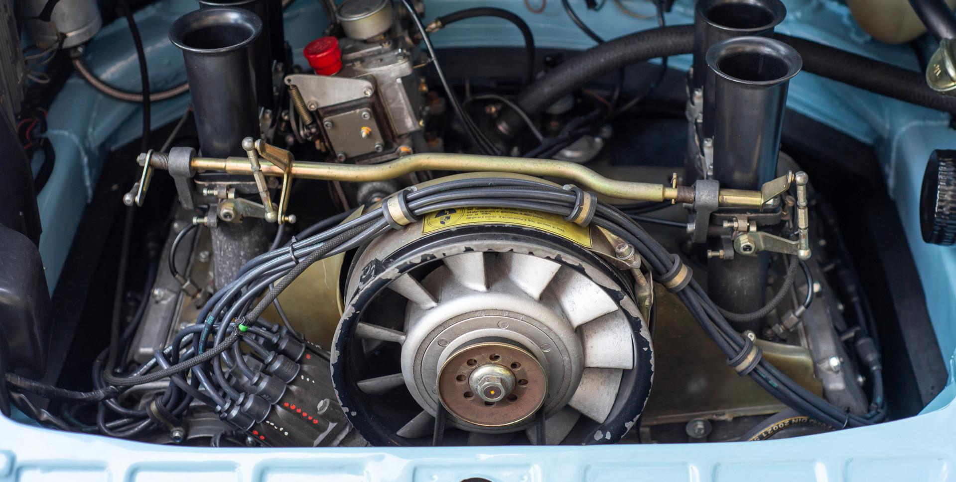 Porsche 911 2.7-5.JPG