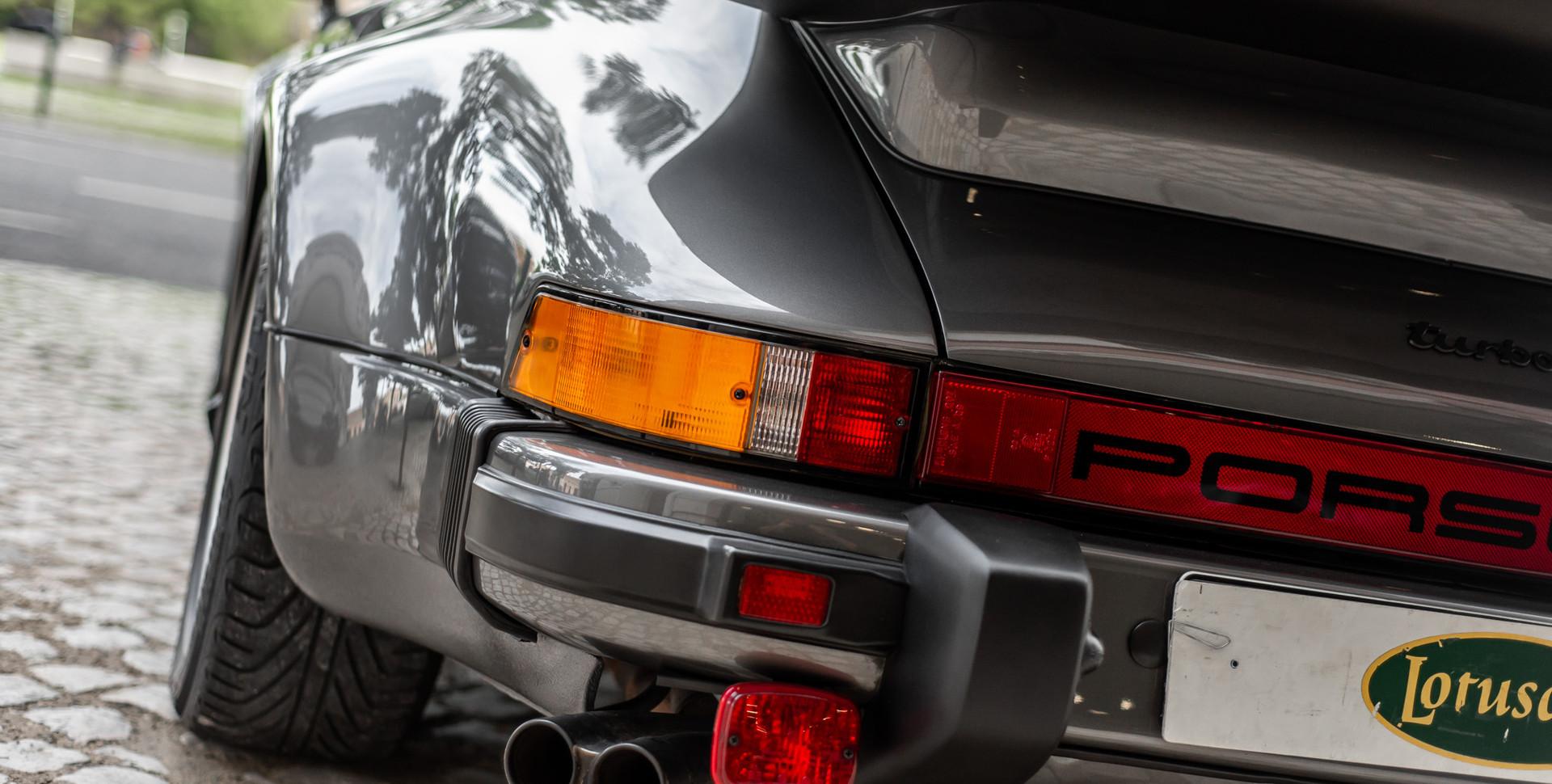 Porsche 930 Turbo_.JPG