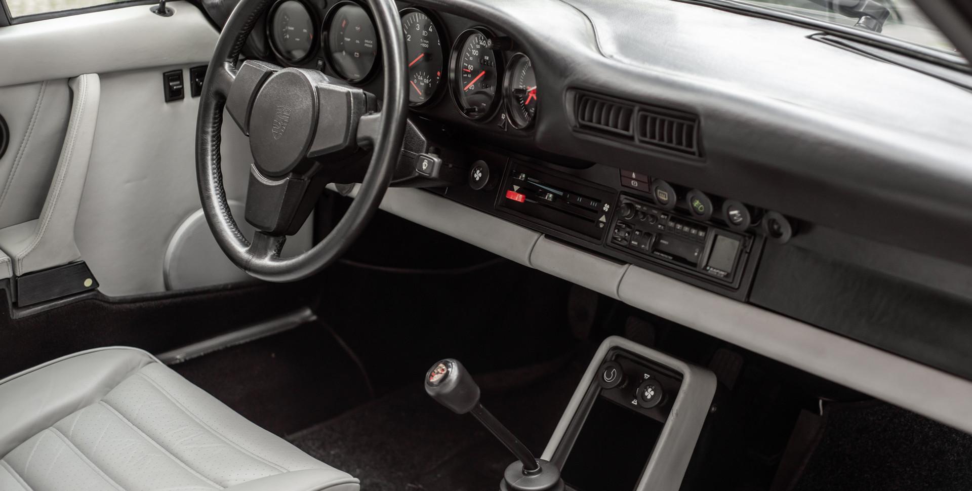 Porsche 930 Turbo_-19.JPG