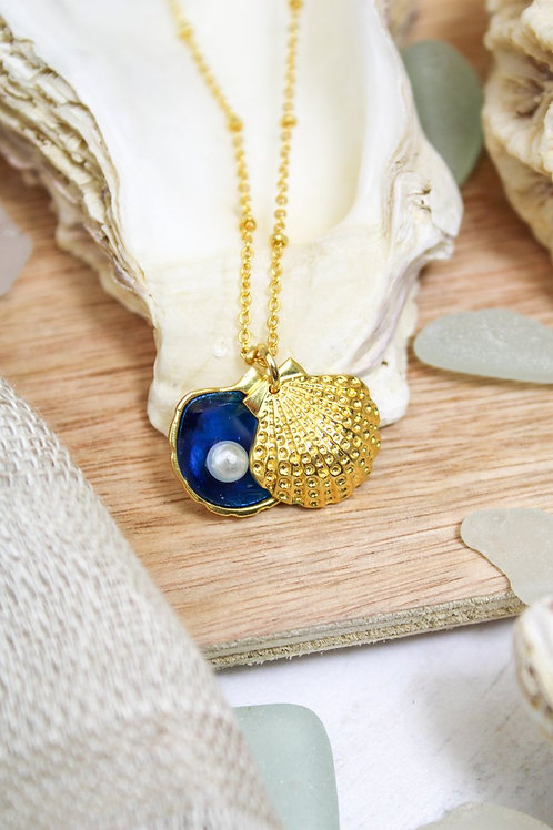BLUE ENAMEL GOLD SHELL CHARM NECKLACE