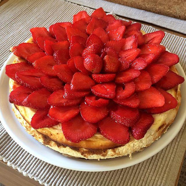 C'est la saison des fraises#cheesecake#fraise#stramberry#cake#philadelphia#homemade#faitmaison#alalettrethe#salondethe