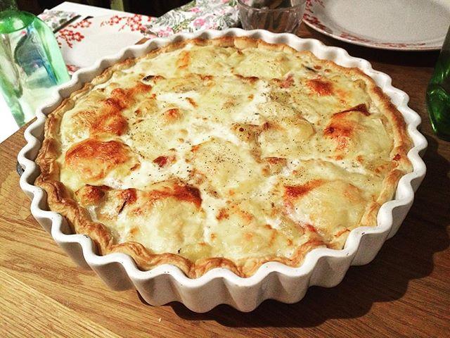 #tartesale#tarte#tartiflette#test#diner#fordiner#pourlediner#bonappetit#fromageraclette#hiver#ilfaitfroid#instafood#food#raclette#cheese#lar