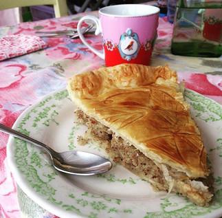 #galettedesrois#alalettrethe#faitmaison#biengarnie#personnenaencoreeulafeve#epiphanie#salondethe#cremedamande#cake#frenchcake#tradition#food
