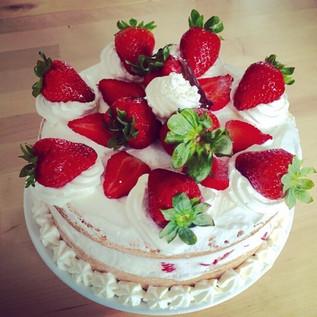 Nous organisons aussi vos anniversaire et le gâteau avec!!! 🍓#shortcake#japanescake#fraise#blois#salondethé#🍓#❤️#alalettrethe#moelleux#insta