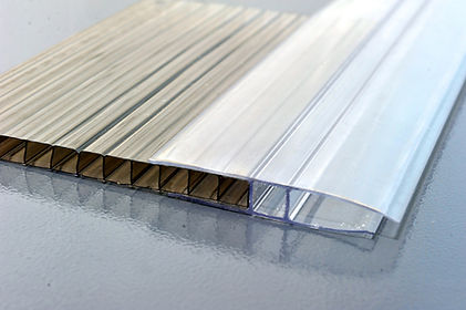 how polycarbonate panels attach.