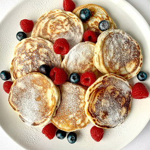 Easy Fluffy Pancakes with Raspberries & Blueberries