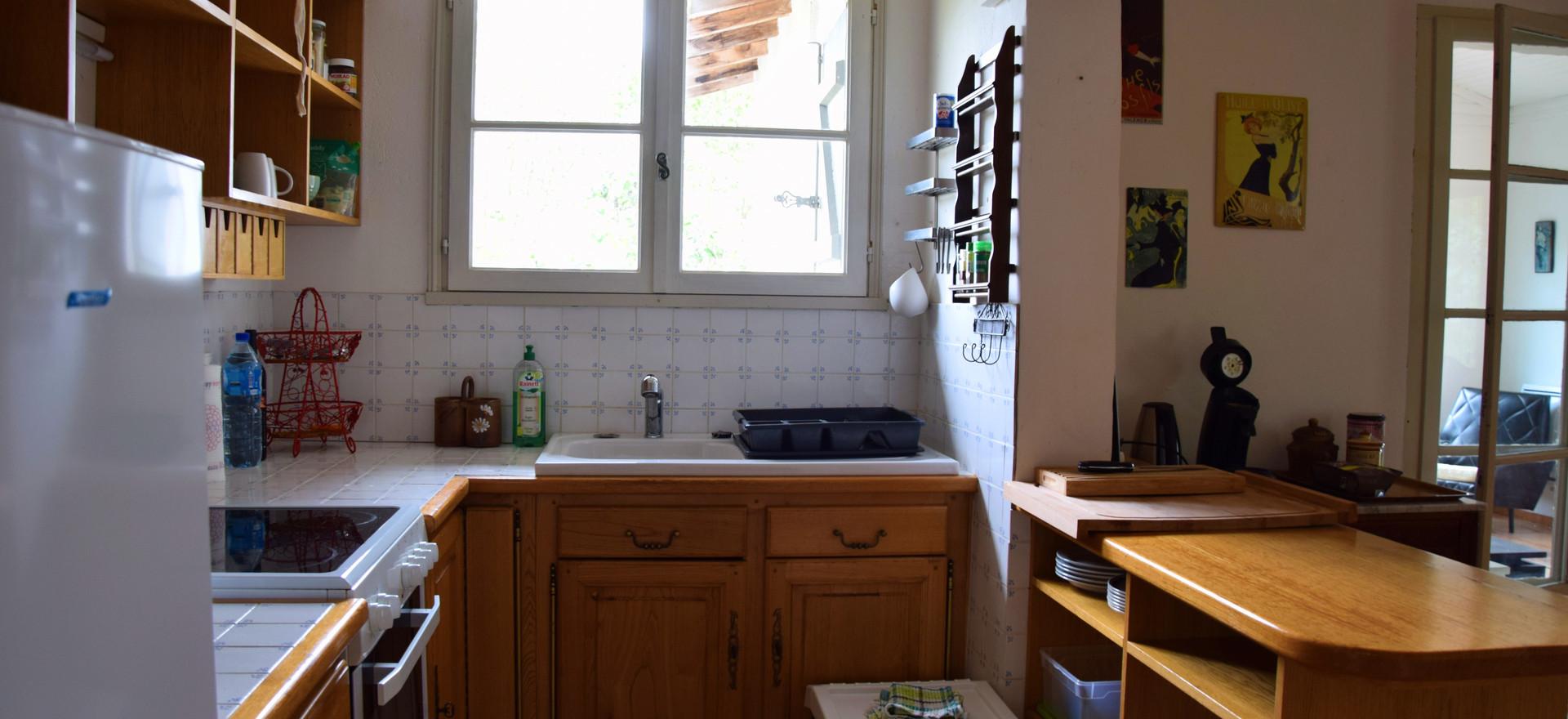 Keuken van het herbronningshuis. Het is een open keuken.