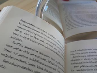 Omaelämäkerrallinen kirja lukijan peilinä