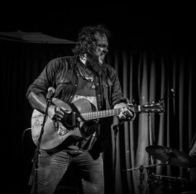 Mike Elrington at the Flying Saucer 4/11/2017