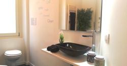 messaggi sui muri del bagno