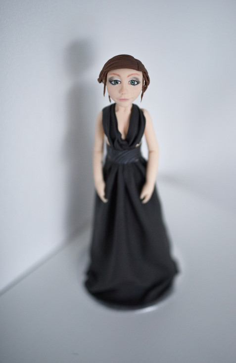 Modelage Jeune Femme Robe Soirée