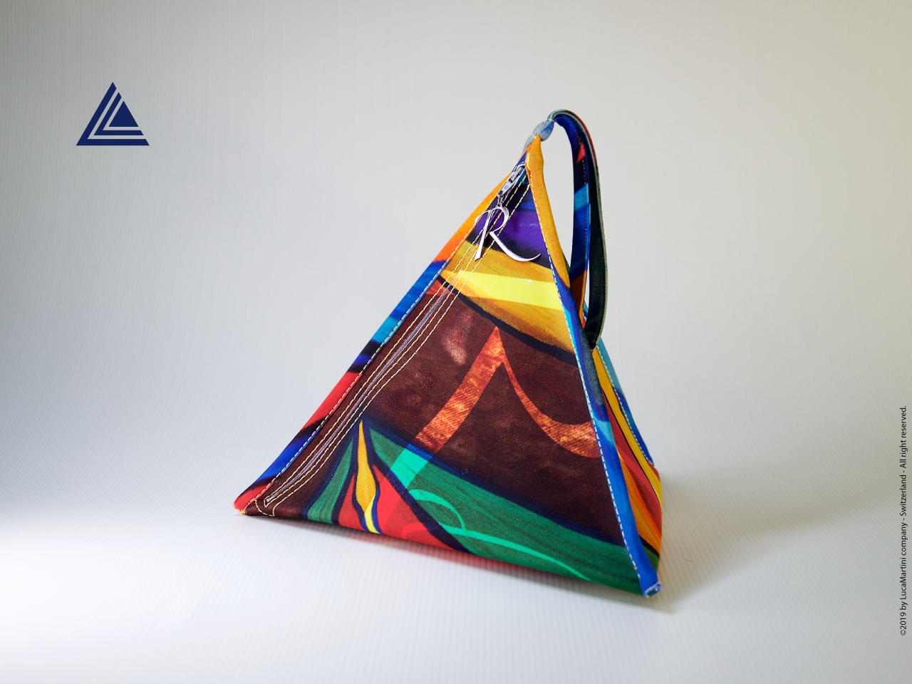 "Pyramid bag ""Romantica"" front view"