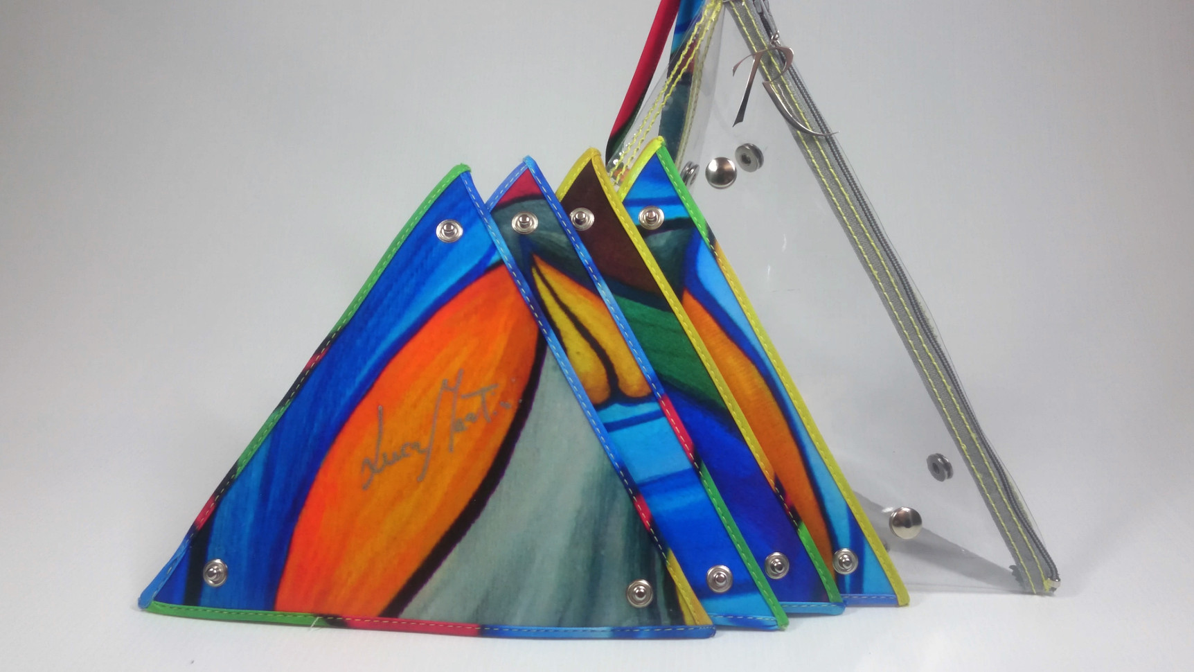 Pyramid bags triangles pan with LM signature