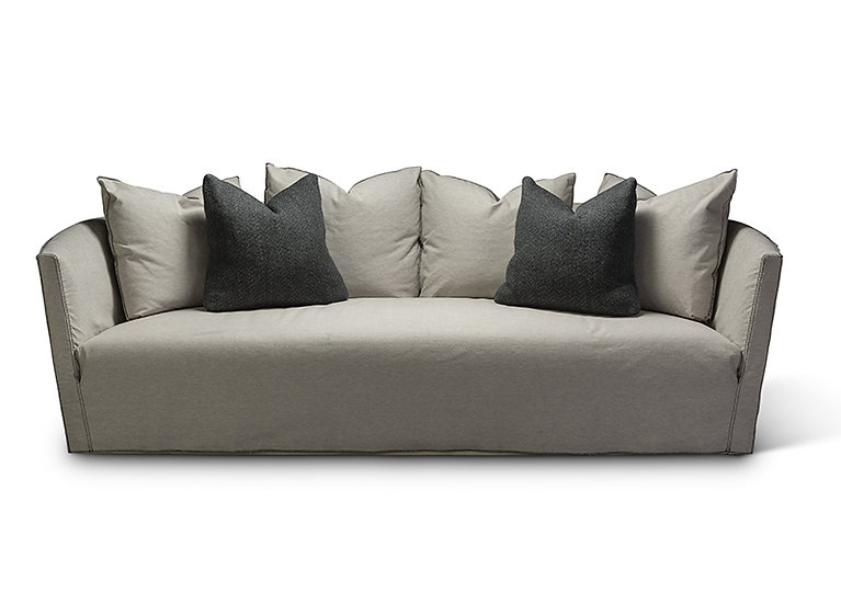 Klara Loveseat