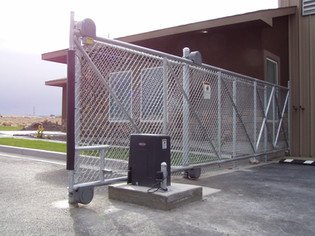 Commercial Automated Gate - Frontier Fence Inc.