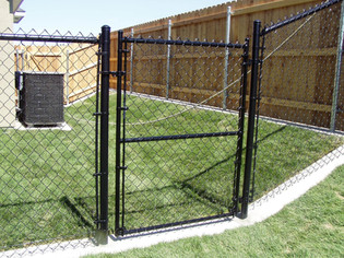Residential Black Chainlink Gate - Frontier Fence Inc.
