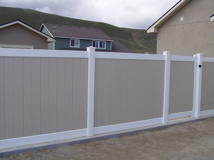 Residential Vinyl Fence - Frontier Fence Inc