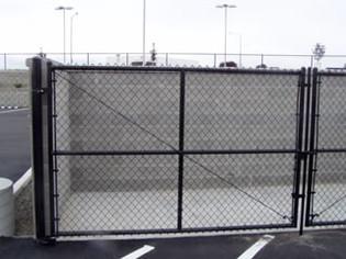 Black Chain Link Trash Enclosure - Frontier Fence Inc.
