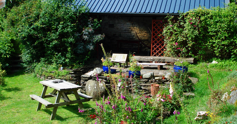lower_garden_teifi_valley_cottage