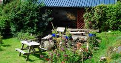 lower_garden_teifi_valley_cottage