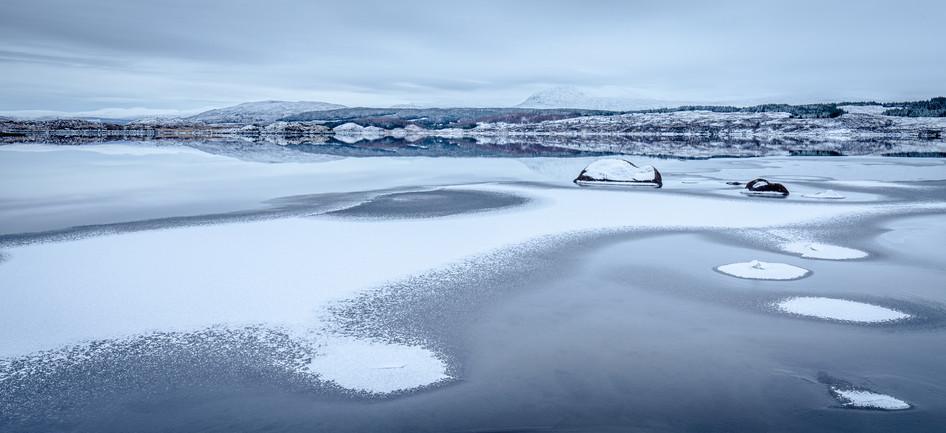 18472s-h Frozen, Loch Eigheach, Rannoch