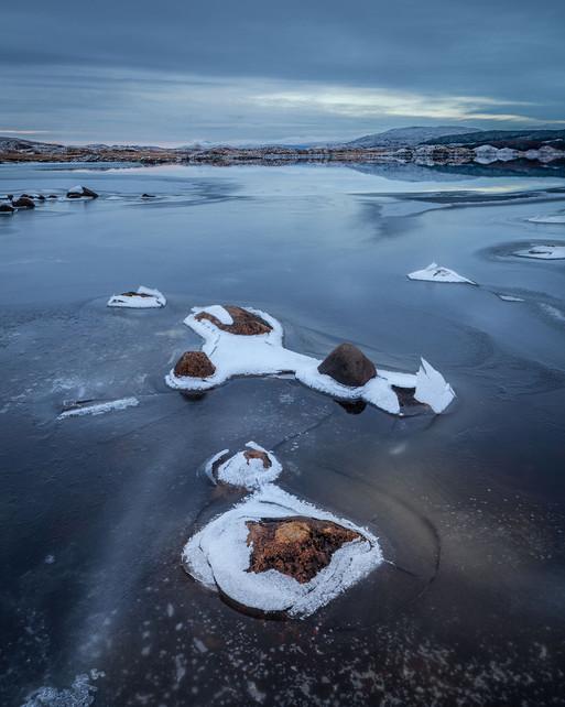 18470s-h Frozen, Loch Eigheach, Rannoch