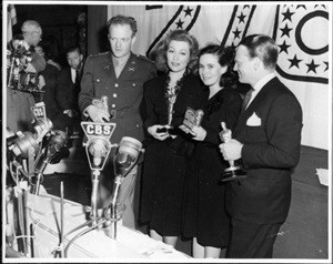 Greer Garson (left center) at the 1942 Academy Awards with (l. to r.) Van Heflin, Teresa Wright and James Cagney