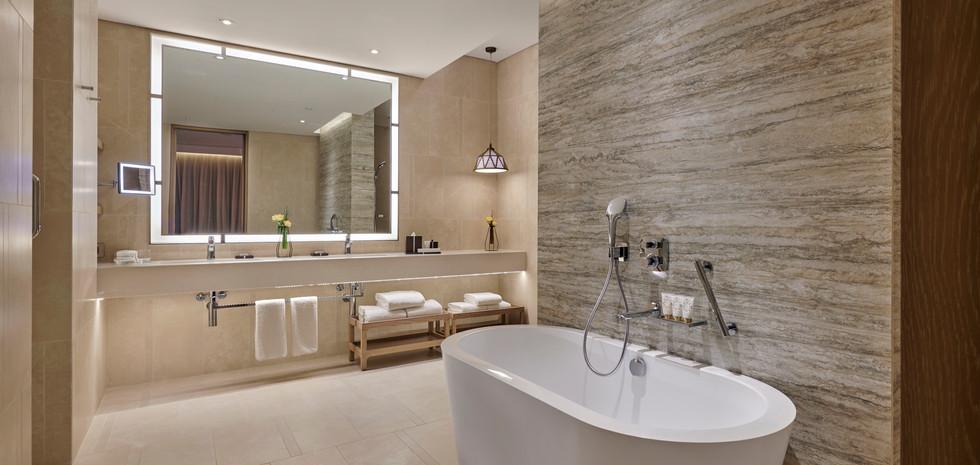 AQJRA_P029_Regency_Suite_Bathroom.jpg