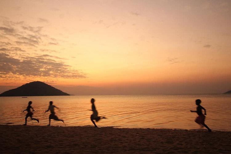 Ulemu 35 cover - kids running beach.jpg