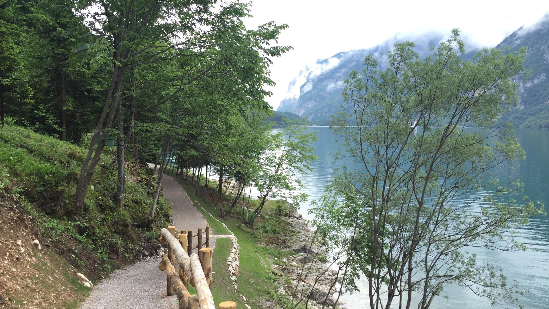 Sentiero giro lago