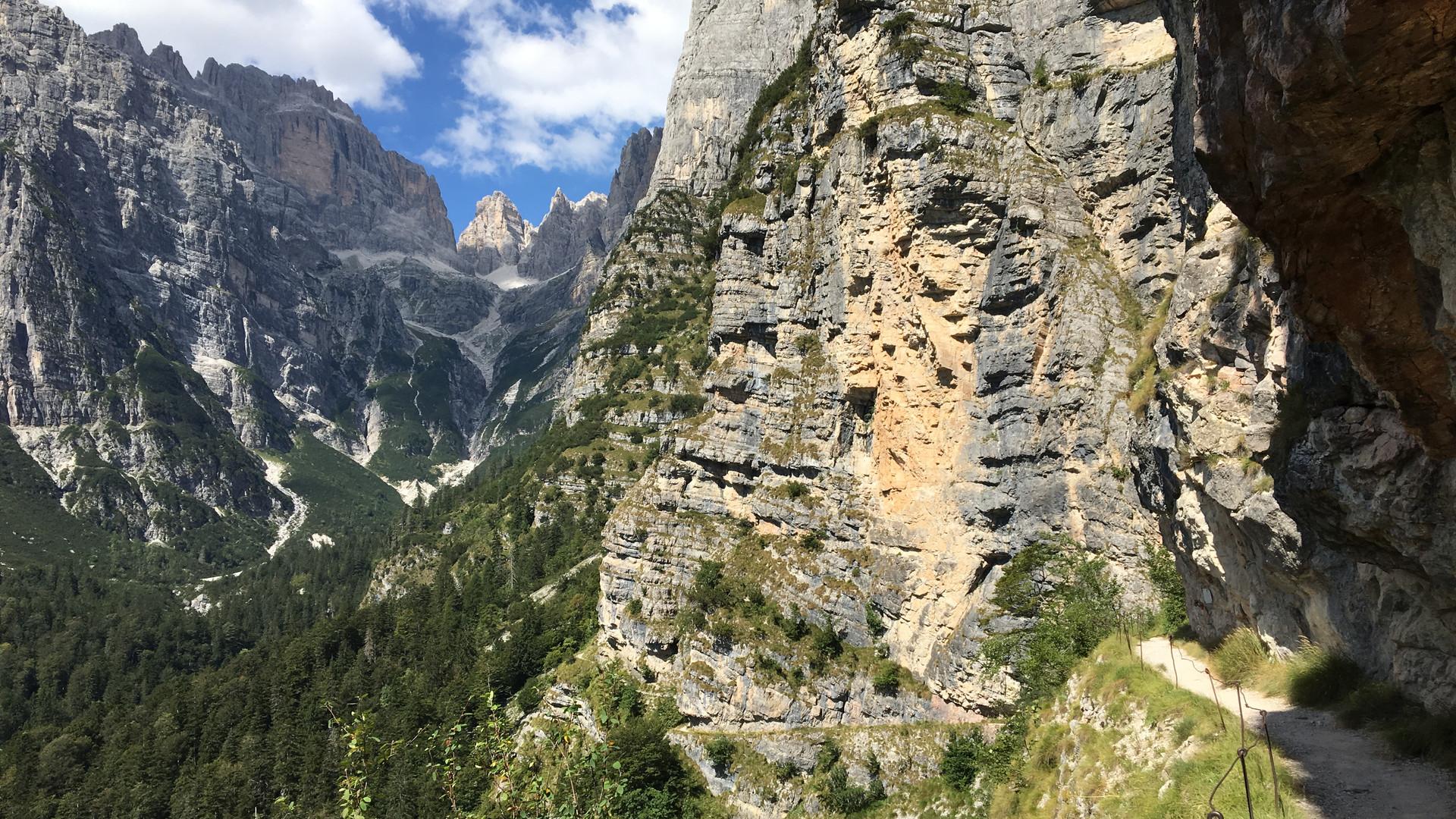 Sentiero per il Rifugio Croz dell'Altissimo
