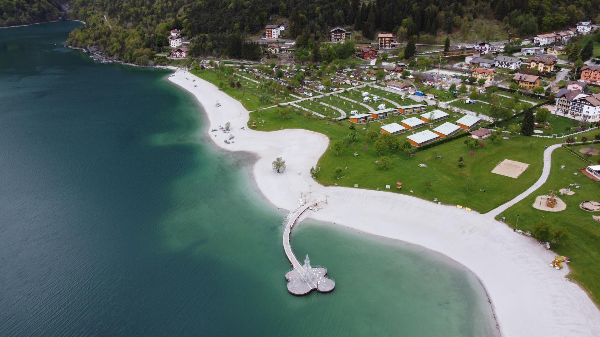 Zona spiaggia Lago Molveno