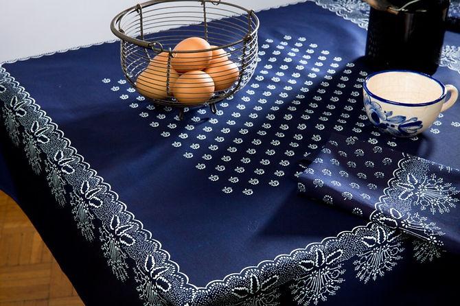 チェコの藍染めヴィオルカが提案する藍染めインテリアです。