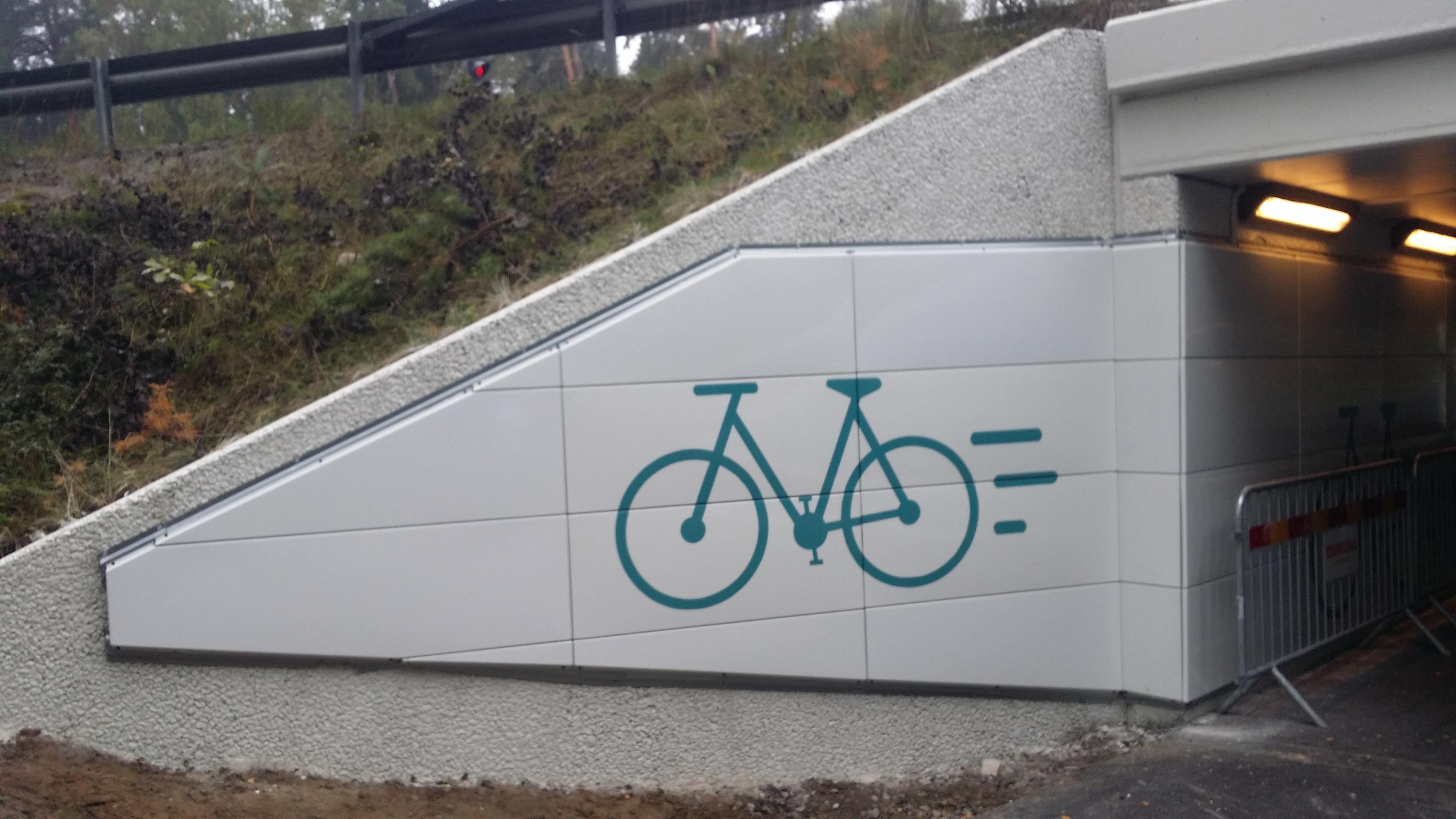 Designdetalj i emalj, Uppsala