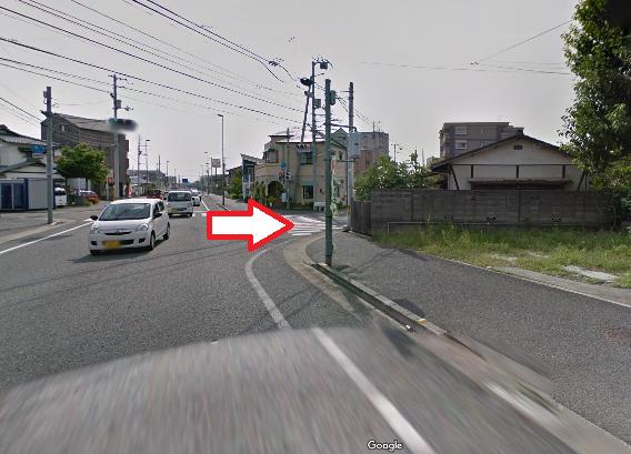 ドラッグストアコスモス方面からお越しの方、左手にレンタル倉庫が見えたらその信号を右に曲がります!
