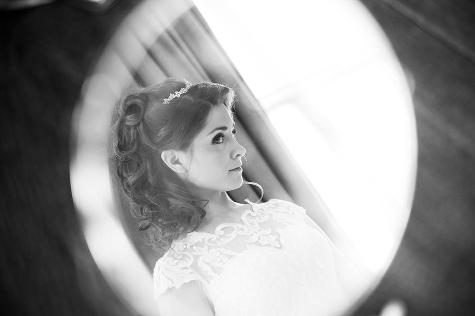 Brides Mirrow Portrait