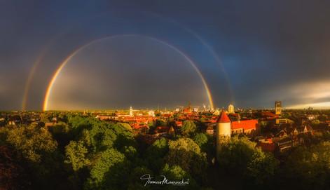 Regenbogen und Sonnenuntergang