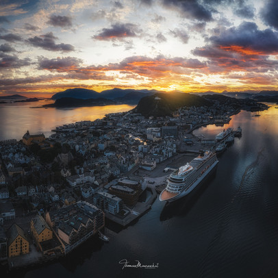 Dawn in Alesund
