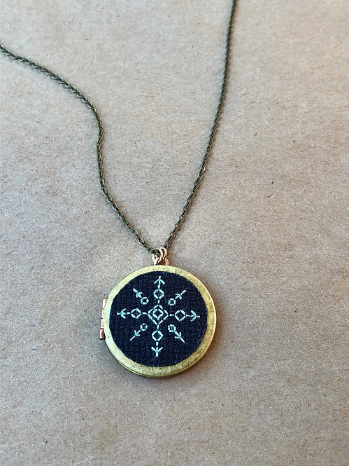 WS Cross My Heart Locket on Black - Single