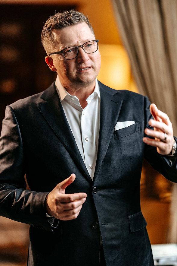 Sven Lorenz - Investing.jpg