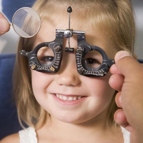 Misurazione della vista con i simboli ed in cicloplegia