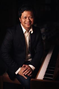 Simon Westman piano.jpg