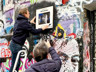 Mr Cute expose une nouvelle œuvre sur la façade de l'hôtel particulier de GAINSBOURG - Paris