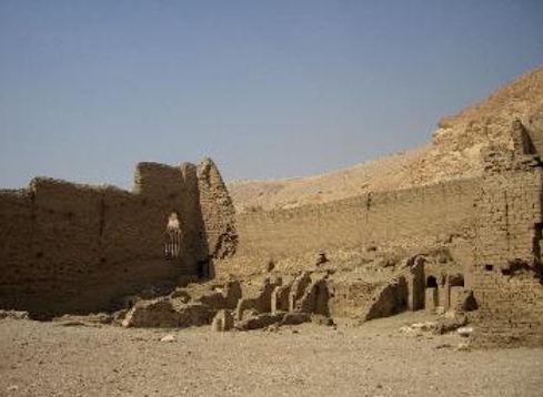 Luxor_395-349x256.jpg