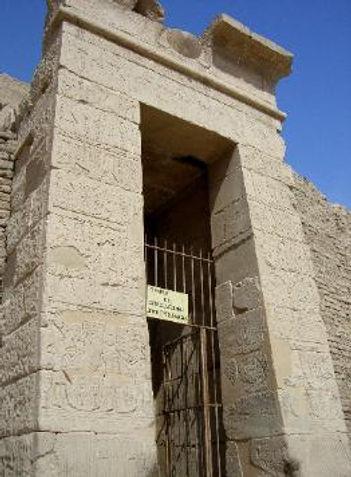 Luxor_393-3.jpg