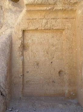 F27_Rock_shrine_between_QV_and_Deir_el-M