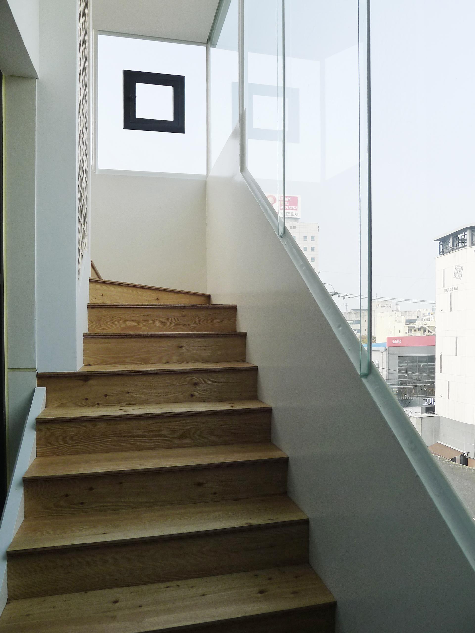 카페무아 증축 무아우주 계단