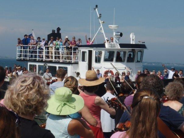 Visitor's Day boat arrives