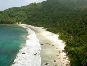 Reserva prévia vai garantir pulseirinha para a Praia do Aventureiro, em Ilha Grande