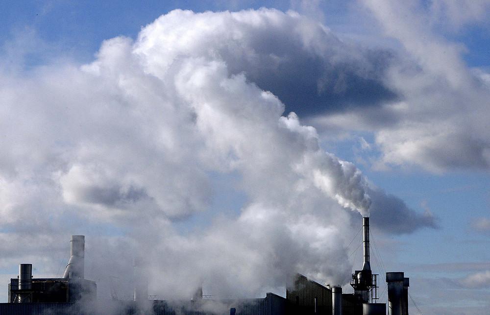 Poluição em complexo industrial em Toronto, no Canadá. Foto: ONU/Kibae Park